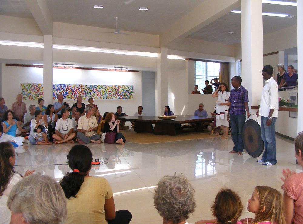 Ауровиль: Собрание в Павильоне Единства