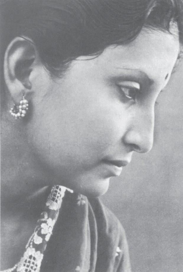 Эша Мукерджи - фотография с обложки книги Ниродбарана «Необыкновенная Девочка»