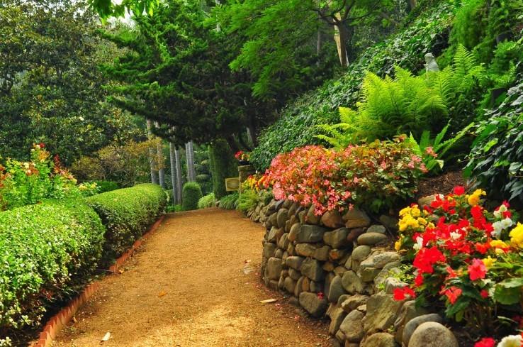 Парк пяти основных религий – Лэйк Шрайн (англ. - обитель на озере)